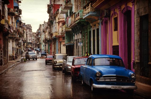 staré farebné autá.jpg