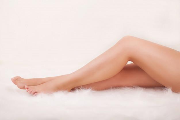 long-woman-s-legs_118454-11830