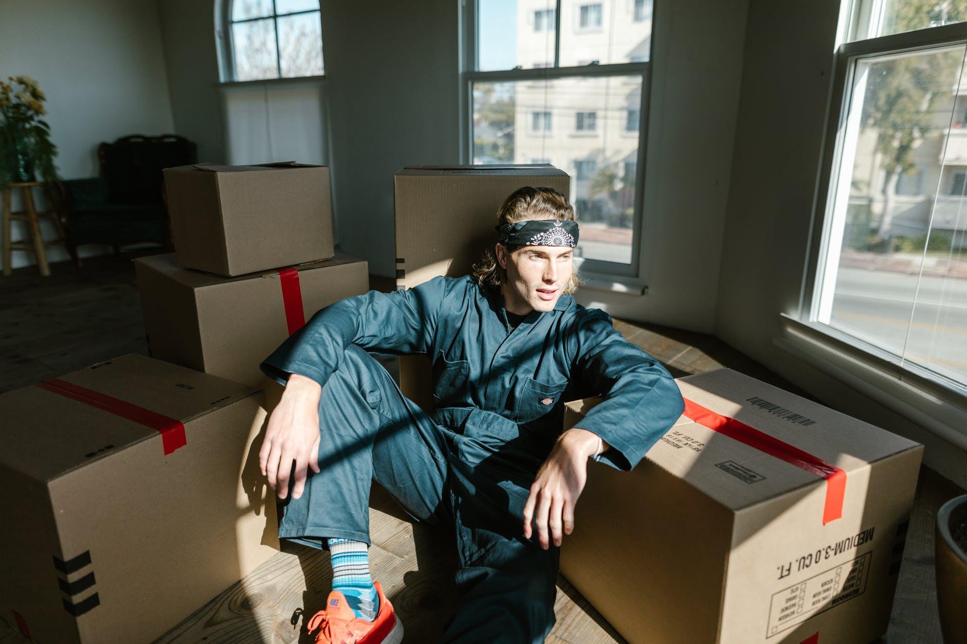 sťahovanie, papierové boxy